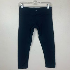 Lululemon Black Cropped Athletic Leggings Capri 6